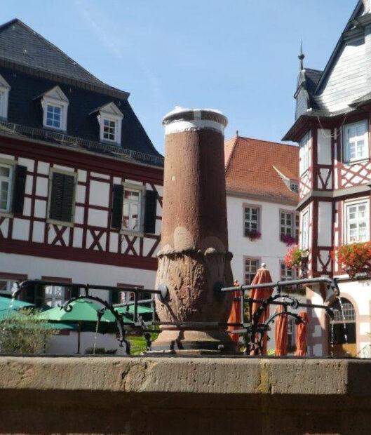 Marktplatzbrunnen ohne Madonna